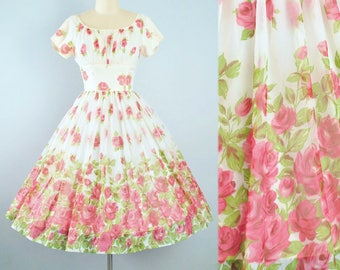 Vintage 50s ROSE Print Dress / 1950s Chiffon Floral Red Roses Full Skirt BORDER Novelty Print Pinup Garden Picnic Cocktail Party XS