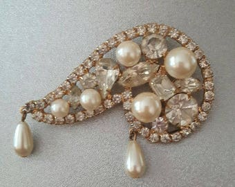 GLAMOUR PLUS BROOCH Pin Gold, Pearl and Rhinestone Hollywood Regency Free Shipping