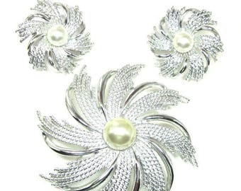 25% Off SARAH COVENTRY Silver Pinwheel Brooch and Earrings,  Faux Pearl Center - Pinwheel, Mint