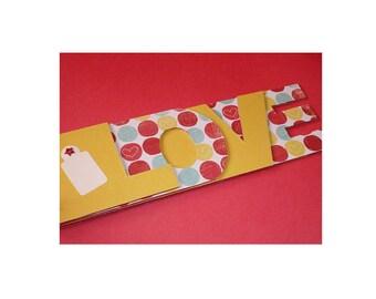 Album photo mot Love jaune et rouge amour