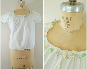 Vintage 1950s Blouse / White Cotton Peasant Blouse / Summer Blouse / Pastel Eyelet Lace Trim / Medium Large