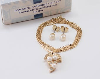 Vintage 1990 Avon Romantic Ensemble Faux Off White Pearl Topaz Blue Rhinestone Gold Tone Chain Necklace Pierced Earrings Set Original Box
