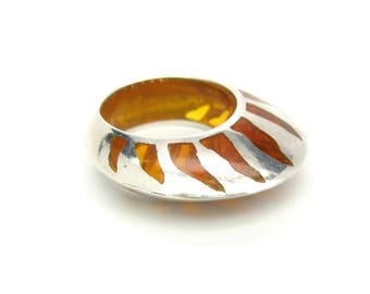 Amber Disc Ring. Vertical Crown & Flames. Modern Sterling Silver. Inlaid Amber. Vintage 1980s Modernist Statement Jewelry. Size 7