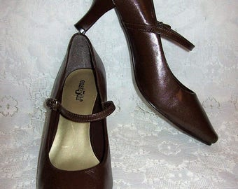 Vintage Ladies Brown Leather High Heel Mary Jane Pumps by East 5th Size 6 1/2 Only 10 USD
