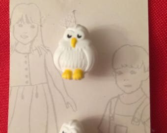White Snowy Owl Belle Buttons by Dritz carded