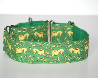"2"" Martingale Dog Collar Bowing Greyhounds - Gold on Green"