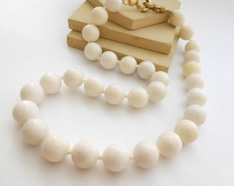 Vintage Signed Mona So Chunky White Knotted Marble Bead Necklace KK35