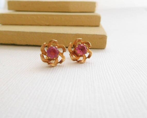 Vintage Pink Rhinestone Gold Tone Small Flower Stud Earrings D3
