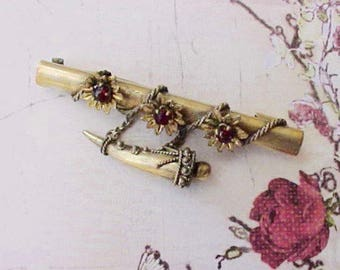 Beautiful and Dainty Little Victorian Brooch with Crimson Stones