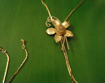 Vintage 1960s Gold Flower Tie Necklace