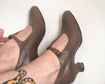 1920s taupe leather Mary Janes