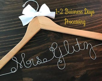 Personalized Wedding Hanger , Custom Bridal Hanger, Bridesmaid Hanger , Bridal Hangers , Wire Name Hanger , Name Hanger, Bridesmaid Gift