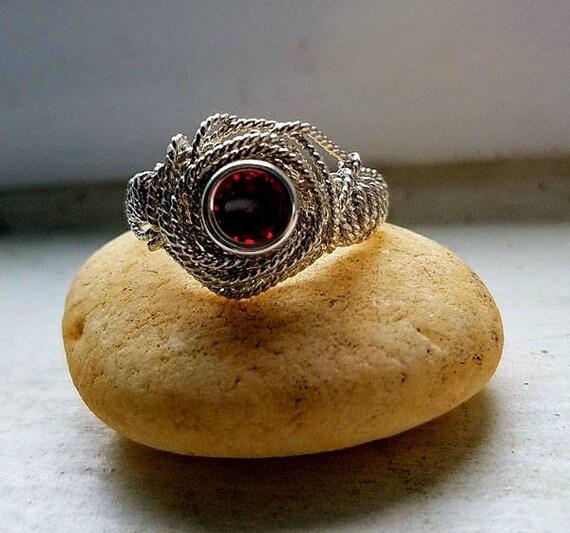 Natural Garnet Gemstone Argentium Silver Twist Wire Ring Size 7.5