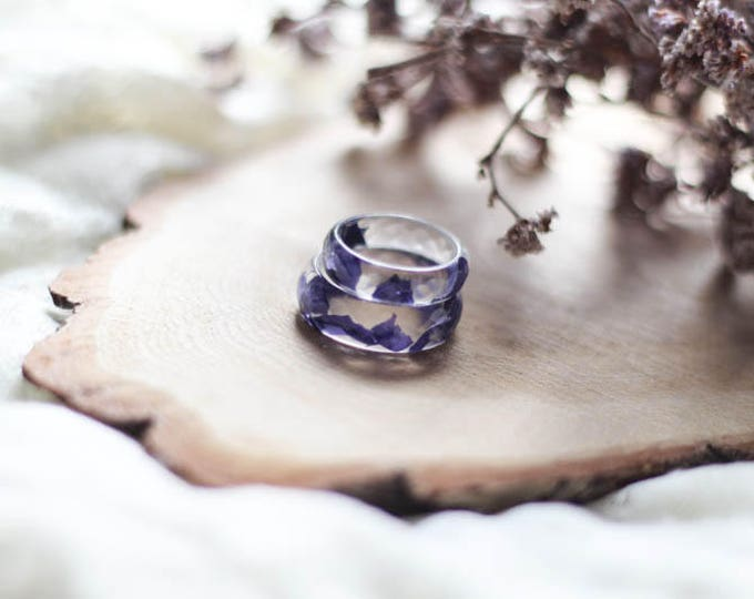 Resin Clear Ring with real periwinkle petals, terrarium jewelry, transparent resin ring, big size resin ring, mens resin, woman resin ring