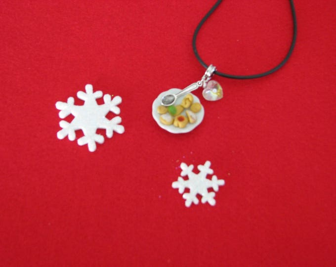 REF 166 Christmas cookies plate necklace