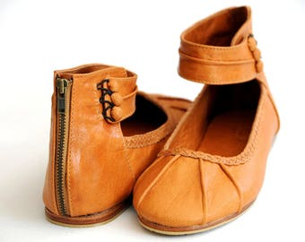 SALE. Sz. 8. MUSE. Leather flats / leather shoes / cuffs / womens shoes / custom shoes.