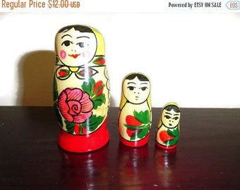 SALE Matryoshka Nesting Dolls Vintage Set of 3