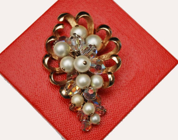 Flower Brooch - dangling  Ice clear Crystal White pearl - gold floral  pin - pendant