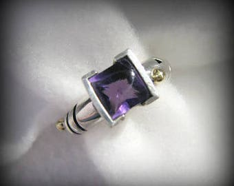 Vintage JOHN ATENCIO Sterling and 18k Yellow Gold Ring with Amethyst -- Size 6-3/4, 8.6g, Excellent Condition, Gorgeous Color and Detail