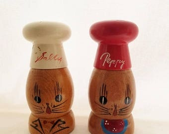 ON SALE Vintage Salty and Peppy Wooden Salt & Pepper Shakers, Made by Standard Specialty Finest Made in Japan, Retro, Cat, Red and White