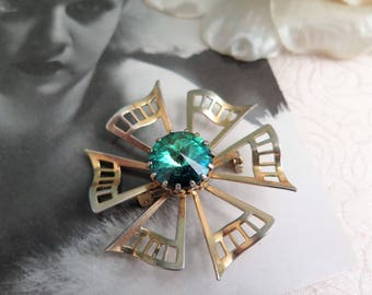 Vintage Faux Emerald Brooch - Vintage Faux Emerald Pendant - Combined Brooch and Pendant - Gold Tone Brooch - Green Brooch - Pendant Brooch