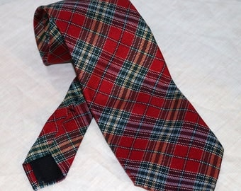 Brooks Brothers Men's Tie  - Red Plaid - Made in USA - 100% Silk