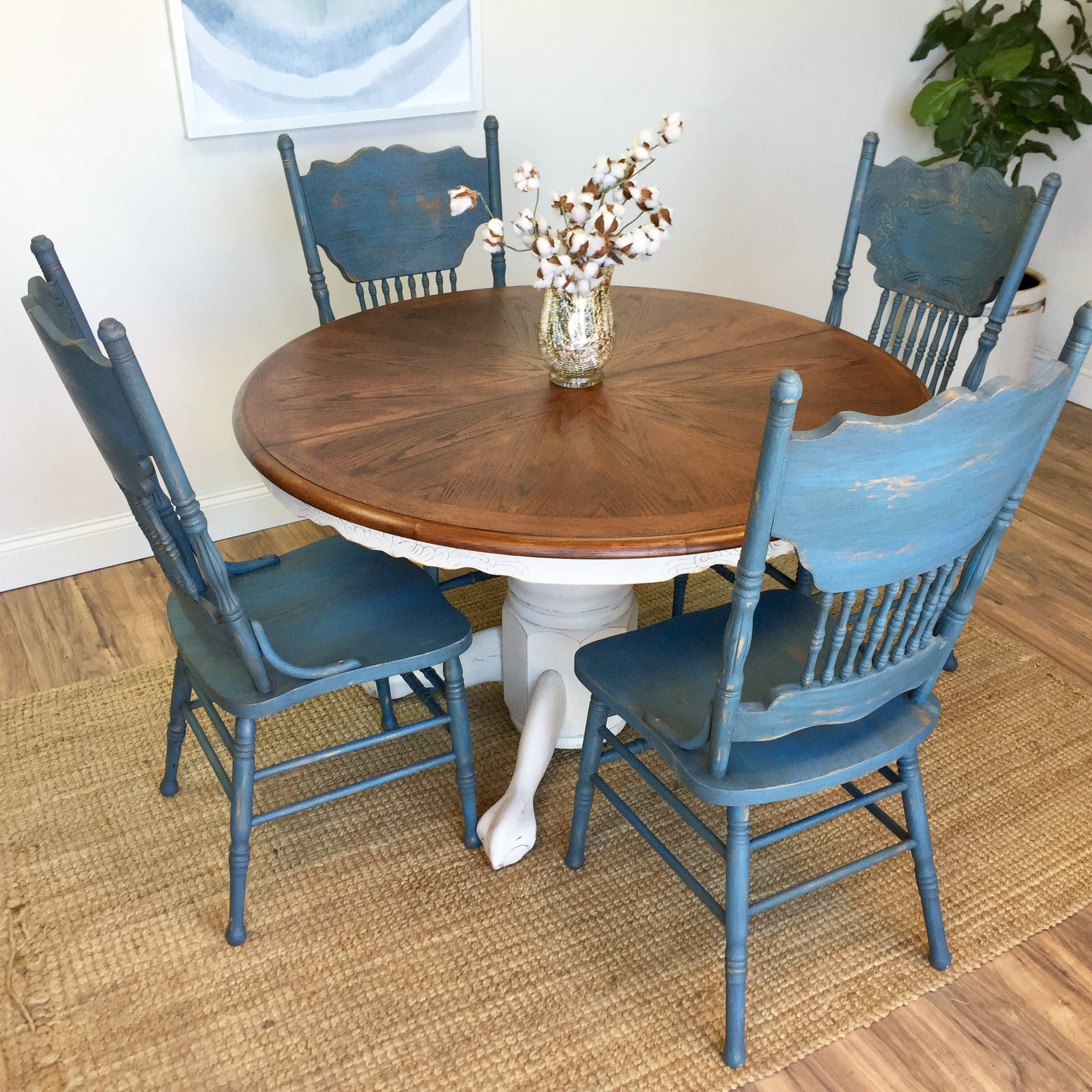 Round table and chairs farmhouse furniture blue dining for Oak farmhouse kitchen table and chairs