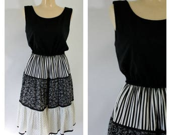 Sale Vintage Dress / 1970's Dress / Black Calico Dress / Bohemian Dress /  Vintage Prairie Dress / PKs Closet Dress S/M
