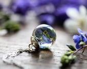 Collier Fleur bleu, cadeau pour elle, véritable bijoux de fleurs, collier floral, quelque chose de bleu, bijoux nature, artisanat irlandais, en argent sterling en résine