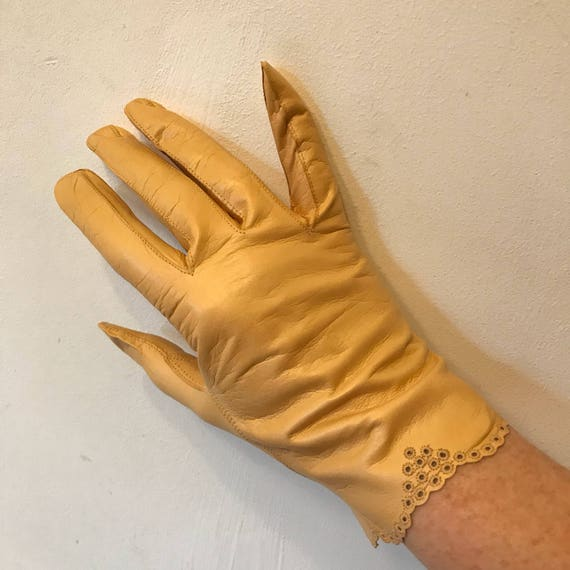 Vintage gloves mustard yellow leather lacy scallop detail leather long size 7 8 1940s fine soft accesory pin up unworn shorties large extra