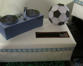 EXAMPLE urns Platinum and football