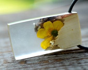 whimsical wood necklace with real flower, garden gift, summer natural flower pendant, gift for girlfriend, organic jewelry