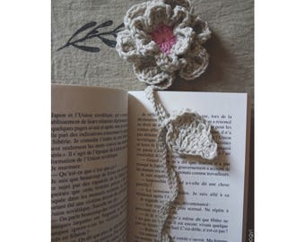Crochet flower bookmark
