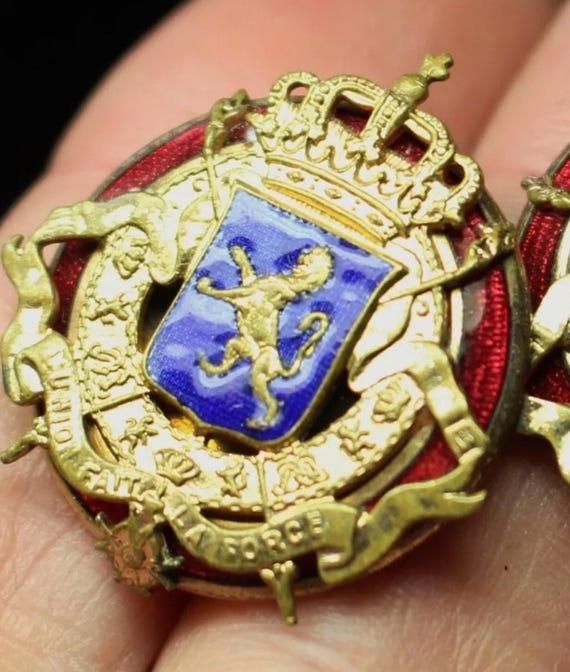 Vintage Blue & Red Enameled French Look Lion Emblem Crest Goldtone Clip on Earrings