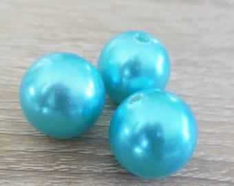 3 round plastic beads