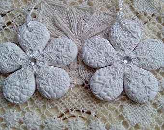 Pair of white clay flower tags, clay gift tags, jar tag, gift wrap tags, mandala flower tags, handmade tags, present tags, gift decoration