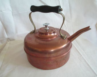 Vintage Copper hot water kettle made in England used good condition