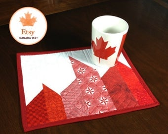 Modern Red and White Mug Rug, Quilted Mugrug, Canada 150 Snack Mat, Canadiana Quilted Mug Rug , Mini Placemat, Beverage Mat, Mini Quilt