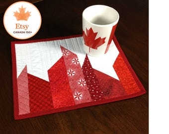 Canada 150 Mug Rug, Quilted Mug Rug, Modern Red and White Mugrug, Canadiana Quilted Snack Mat, Mini Placemat, Luncheon Mat, Mini Quilt