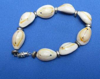 Retro Cowrie Seashell Bracelet