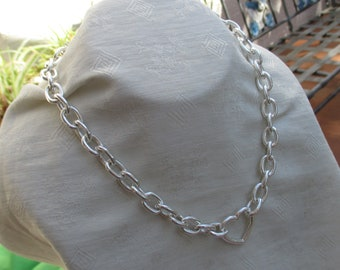 Retro Heart  Oval Shaped Chain Necklace