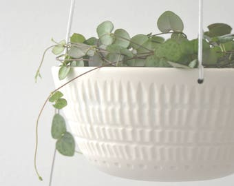 Hanging planter in porcelain with facet (2)