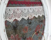 Support à bijoux décoratif clous déco collier bracelet tapisserie ancienne cadre antique vintage fleuris turquoise rose fioritures organiser