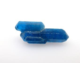 Apatite crystal from Ipira, Bahia, Brazil - 1.4gm / 31mm x 8.8mm x 5.6mm (B610)