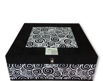 Tea Box Black white circles