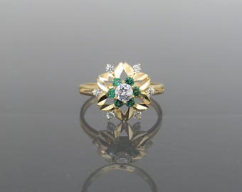 Vintage 18K Solid Yellow Gold White Topaz & Emerald Flower Ring Size 6.25