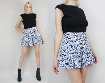 90s Daisy Print Shorts, Wide Leg, High Waisted Mini Skirt, Size Small, Blue and White, Floral Print, Skort,