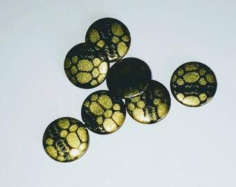 X 7 mother of Pearl puck beads 20mm Green/Black