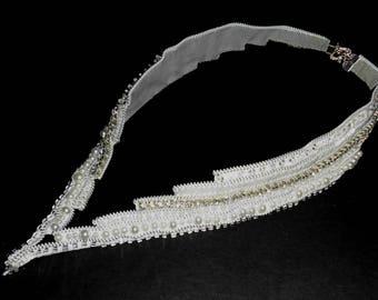 V-necklace