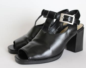 Black Cut Out T-Strap Chunky Heels |6|